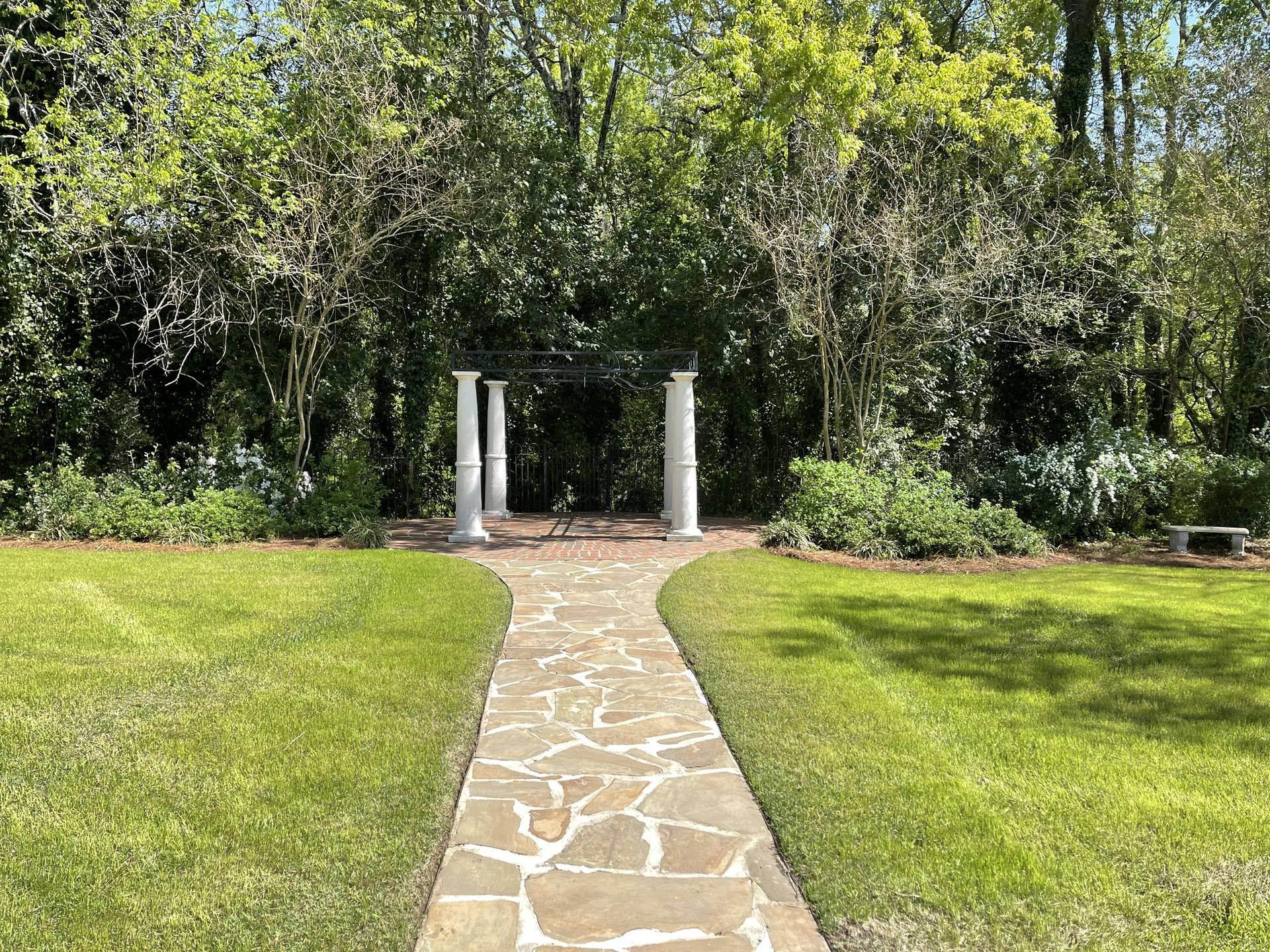 Senates End Outdoor The Hall Wedding Garden Path